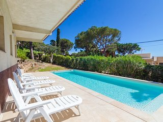 Lloret de Mar Villa Sleeps 10 with Pool and Free WiFi - 5509237