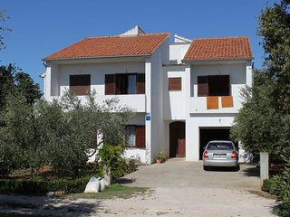 Batalaza Apartment Sleeps 6 with Air Con - 5468366