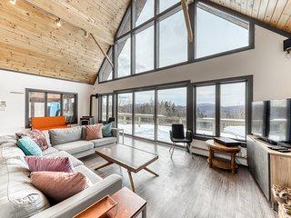 Stunning dog-friendly home w/ free WiFi, wood-burning fireplace, & mountain view