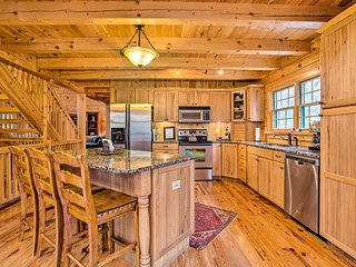 Luxury Cabin w/ Deck < 5 Miles to Sapphire Valley!