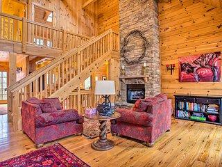 Luxury Cabin w/ Deck < 5 Miles to Sapphire Valley!