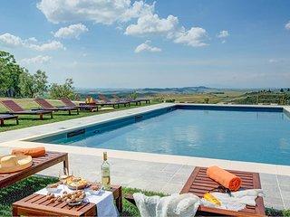 Sensano Villa Sleeps 22 with Pool Air Con and WiFi - 5226730
