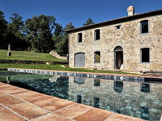 Scalvaia Villa Sleeps 10 with Pool and WiFi - 5826622