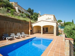 Calonge Villa Sleeps 6 with Pool and Free WiFi - 5509077