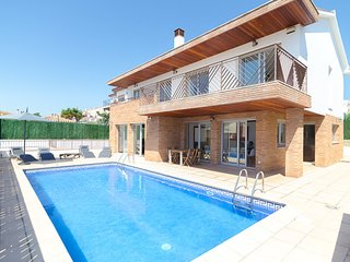Blanes Villa Sleeps 10 with Pool and Free WiFi - 5509282