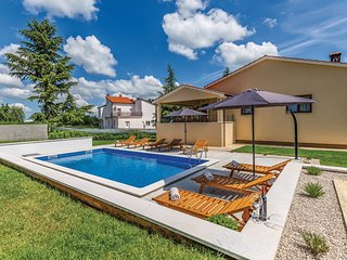 Stunning home in Pazin w/ WiFi, Outdoor swimming pool and 4 Bedrooms (CIC963)