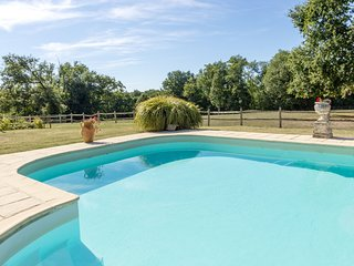 Charming 1 bedroom cottage with shared use of the pool, set on a country estate