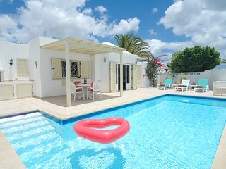 Puerto del Carmen Villa Sleeps 6 with Pool - 5825231