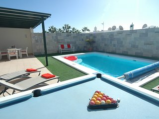 Playa Honda Villa Sleeps 4 with Pool and Air Con - 5825234