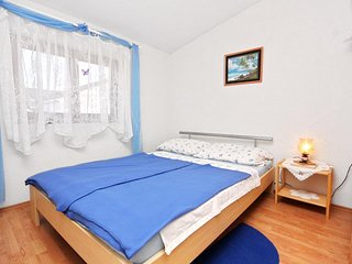 Batalazi Apartment Sleeps 2 with Air Con - 5464962