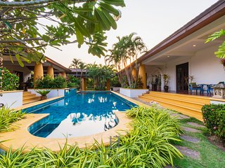 Beautiful 4 Bedroom Bali Style Villa in Great Location!
