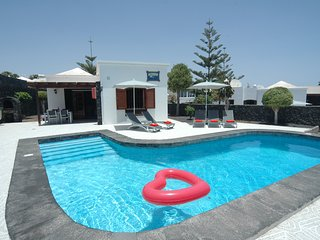 Puerto del Carmen Villa Sleeps 5 with Pool - 5825277