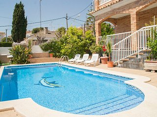 Calafell Villa Sleeps 14 with Pool and Free WiFi - 5626996