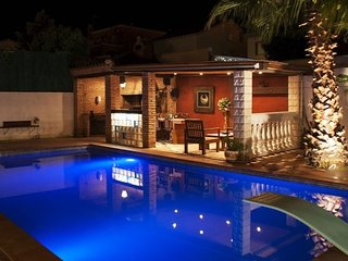 El Vendrell Villa Sleeps 9 with Pool - 5509083