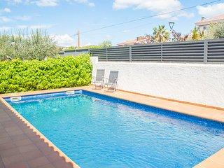 Cunit Villa Sleeps 12 with Pool - 5627254