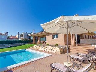 Macanet de la Selva Villa Sleeps 8 with Pool and Air Con - 5509009