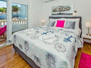Hvar Apartment Sleeps 2 with Air Con - 5464724