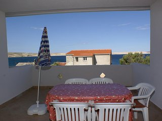 Kustici Apartment Sleeps 6 with Air Con and WiFi - 5462254