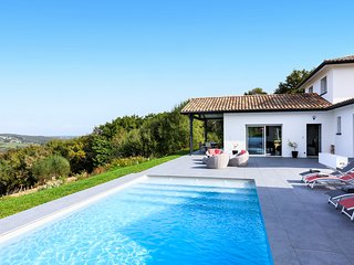 Salines de Briscous Villa Sleeps 6 - 5820223
