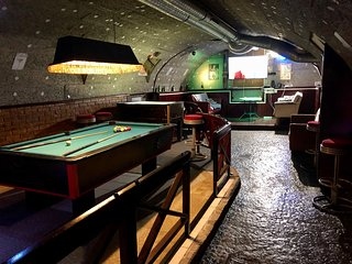 Whole basement former pub5 stag do, bachelor party, men's cave up to 20 sleepers