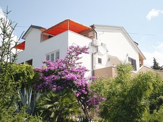 Murter Apartment Sleeps 6 with Air Con and WiFi - 5575554