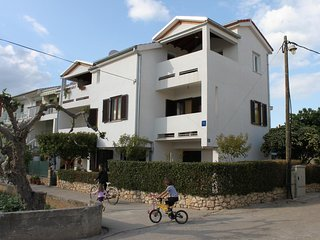 Turanj Apartment Sleeps 3 with Air Con and WiFi - 5465460