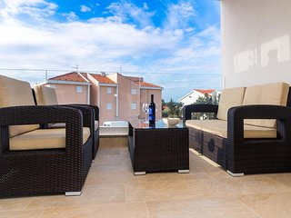 Novalja Apartment Sleeps 4 with Pool and Air Con - 5792729