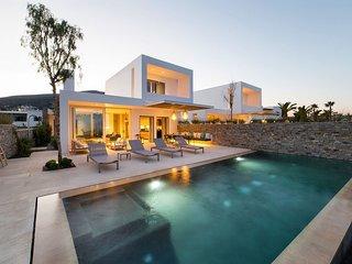 Paros Villa Sleeps 8 with Pool and Air Con - 5714112