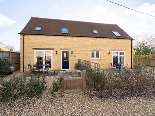 Lavender Barn West, Bourton on the water, great location rental with internet