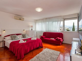 Split Apartment Sleeps 5 with Air Con - 5460436