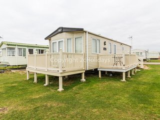 8 berth caravan for hire at St Osyth beach holiday park in Essex ref 28013FI