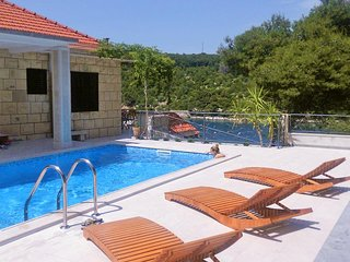 Sumartin Holiday Home Sleeps 8 with Pool Air Con and WiFi - 5459773