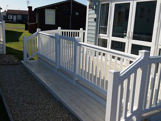 Superb 2 bed - relax at Puffin Cottage, a short walk to the Sandy Beach