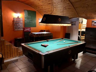 Whole Basement former pub4 stag do, bachelor party, men's cave up to 20 sleepers