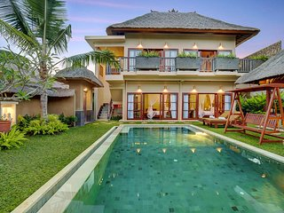 4 Bedroom with Private Pool Villa - Breakfast
