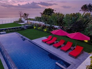 5BR Large Villa Beachfront