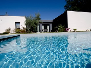 NEW*** ARCHITECT HOUSE IN SARLAT+ HEATED POOL+ENCLOSED GARDEN+AC+WIFI
