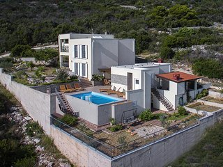 Pula Holiday Home Sleeps 12 with Pool Air Con and WiFi - 5811865
