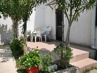 Baska Apartment Sleeps 3 with Air Con and WiFi - 5464324