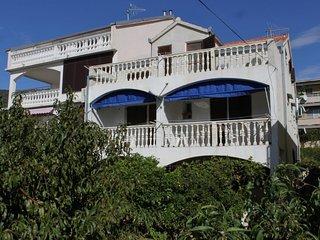 Komiza Apartment Sleeps 6 with Air Con and WiFi - 5469047