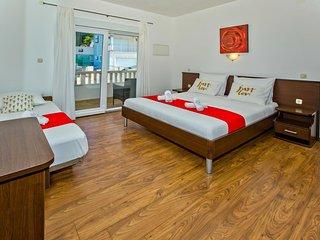 Hvar Apartment Sleeps 3 with Air Con - 5464728