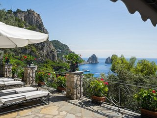 Capri Villa Sleeps 8 with Air Con and WiFi - 5238218