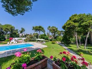 San Cataldo Villa Sleeps 14 with Air Con and WiFi - 5238231