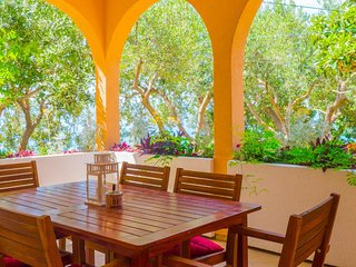 Omis Apartment Sleeps 9 with Air Con and WiFi - 5463282