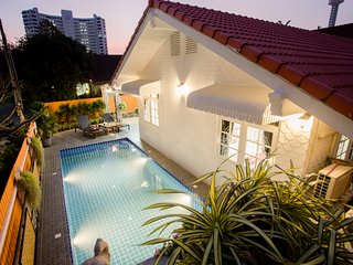 Grand Condo Tulips pool villa 300 meter from beach