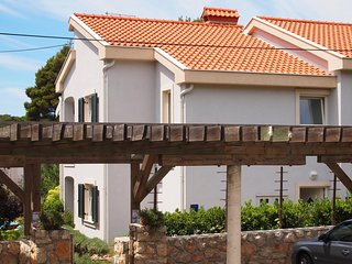 Rab Apartment Sleeps 4 with Pool Air Con and WiFi - 5461816