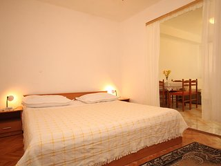 Tucepi Apartment Sleeps 3 with Air Con and WiFi - 5466684