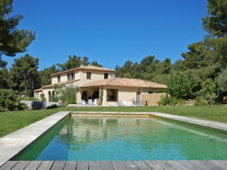 Le Tholonet Villa Sleeps 8 with Air Con and WiFi - 5238350