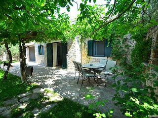 Bol Holiday Home Sleeps 4 with Pool Air Con and WiFi - 5810182