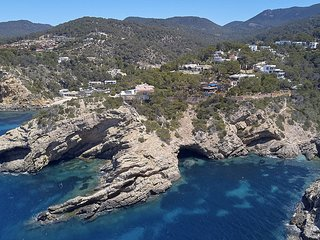 Cala Tarida Villa Sleeps 8 with Pool and WiFi - 5810109